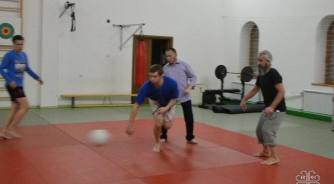 Священники и семинаристы сыграли в мини-футбол