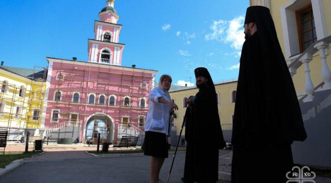 Архиерей ознакомился с ходом реставрационных работ в Якутской духовной семинарии