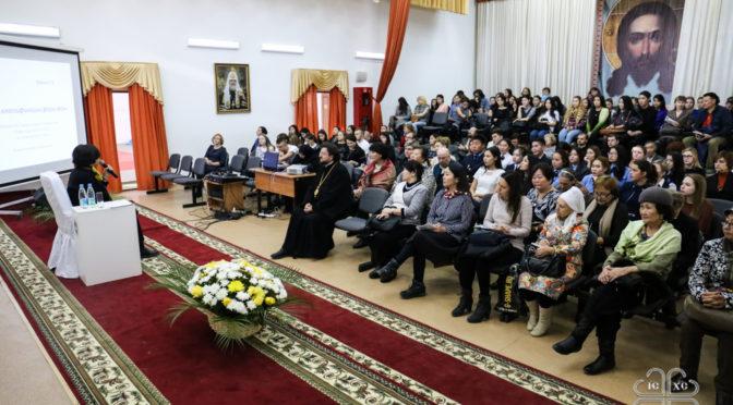 В течение двух дней работы Дальневосточного Свято-Иннокентьевского форума с лекциями выступала психолог Наталья Инина