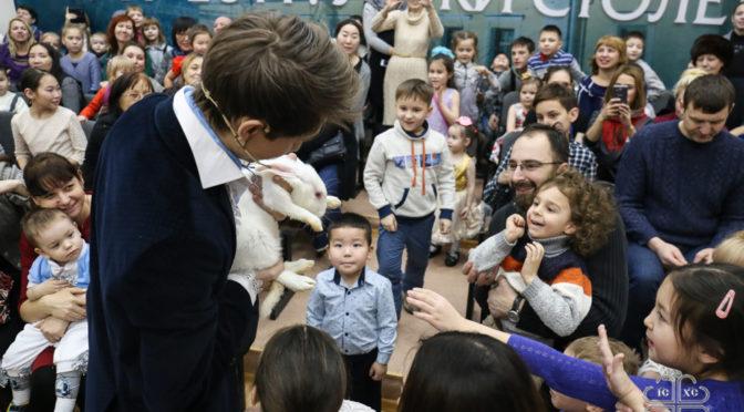 Более 800 детей посетили Епархиальные Рождественские елки в Якутской духовной семинарии