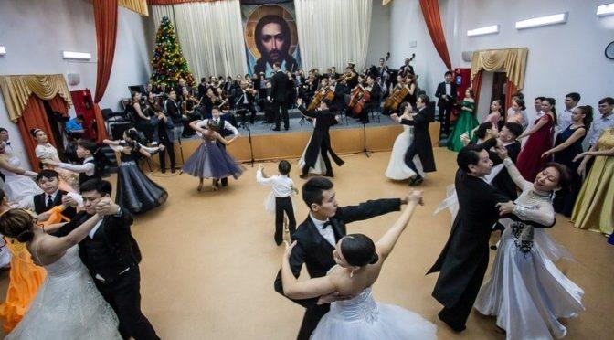 Рождественский молодежный бал прошел в Якутской духовной семинарии