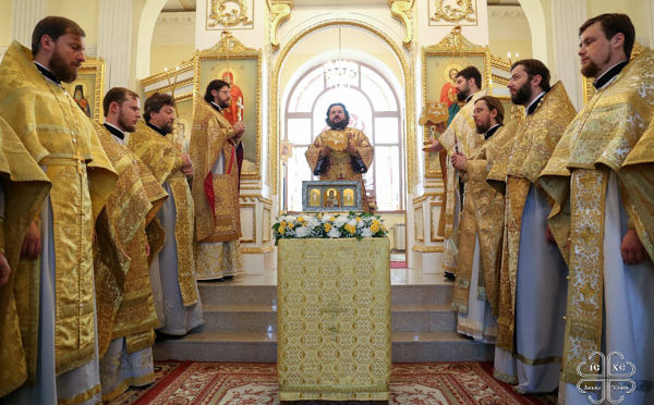 VI Свято-Иннокентьевский студенческий форум начался с молитвы