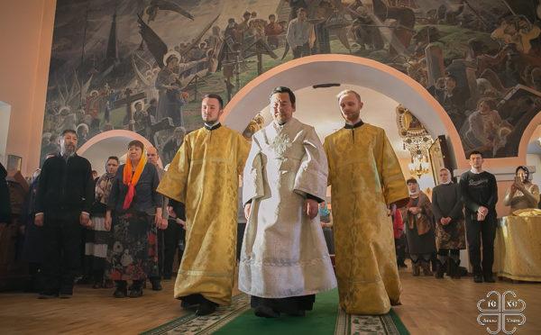 Архиепископ Роман рукоположил во диакона студента Якутской духовной семинарии из Олекминска