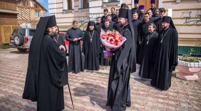Преподаватели и студенты семинарии поздравили владыку Романа с днем архиерейской хиротонии