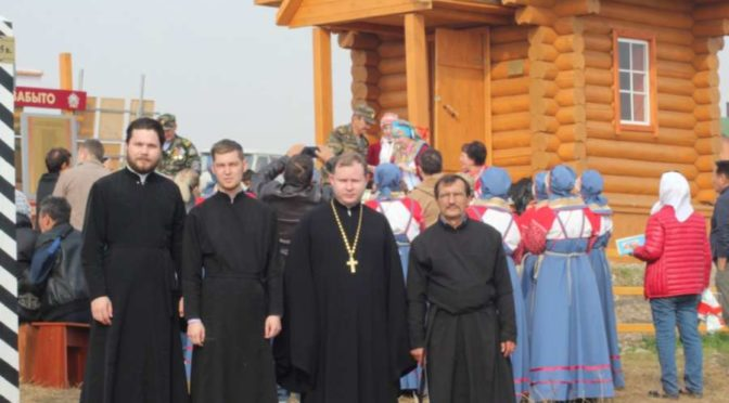Студент Якутской духовной семинарии принял участие в освящении часовни в селе Батамай