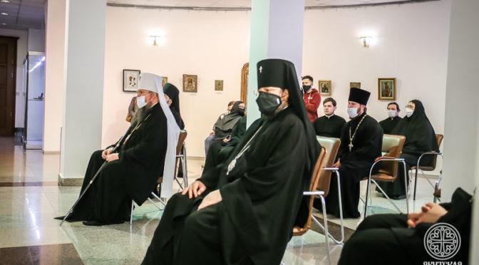 Хор Якутской духовной семинарии принял участие в открытии выставки икон из частных коллекций якутян
