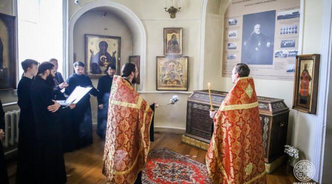 Преподаватели и студенты Якутской духовной семинарии почтили память приснопамятного епископа Иакова (Домского)