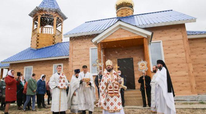Студенты Якутской духовной семинарии приняли участие в освящении нового храма в селе Кысыл-Сыр